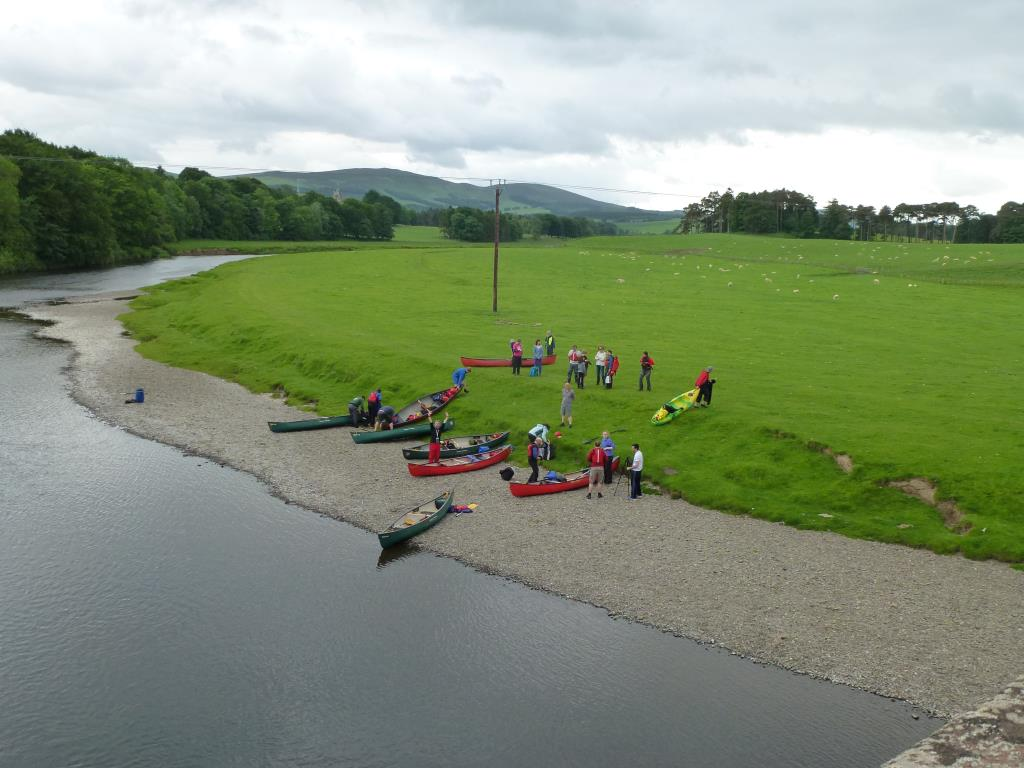The paddlers come ashore at Wolfclyde.